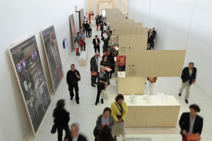 V8designers le feu sacré - Vue de l'exposition Le feu sacré, Galeries Poirel Nancy (F), CIAV 2013 © Photo : Guy Rebmeister / CIAV
