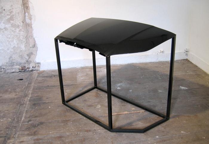 V8designers v8+1 - C4, capot de C4 découpé et ré-assemblé en table